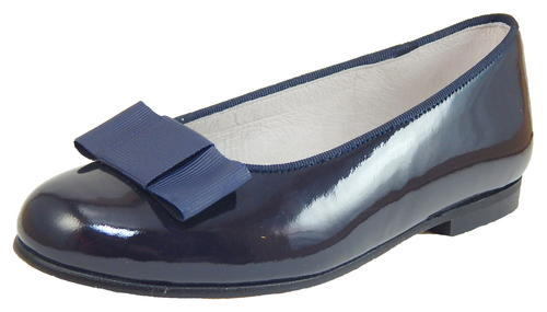 These girls' navy blue flats are crafted in patent leather with a metal heart design at the toe. sashimicraft.ga: $