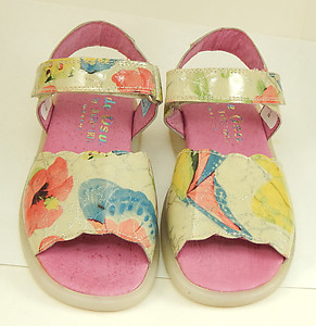 B-6923 - Butterfly Patent Sandals - Euro 25 Size 8