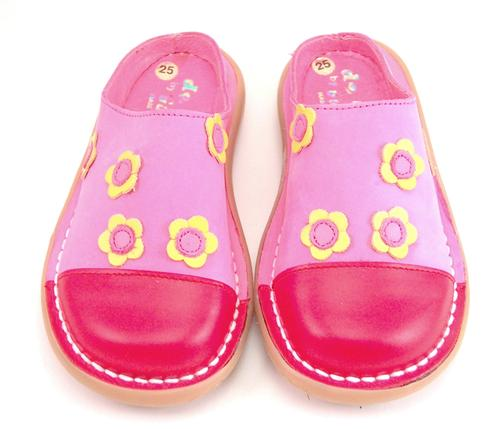 5X0812 - Fuschia Flower Clogs
